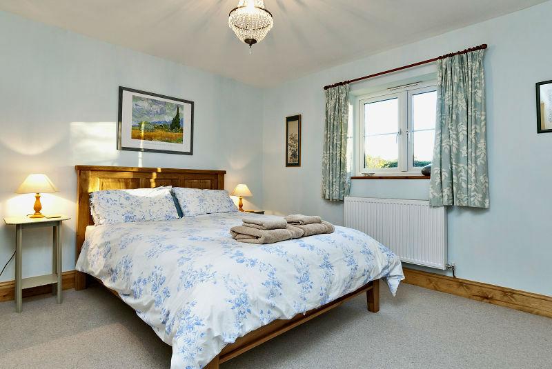 8195788-bedroom1-800-web