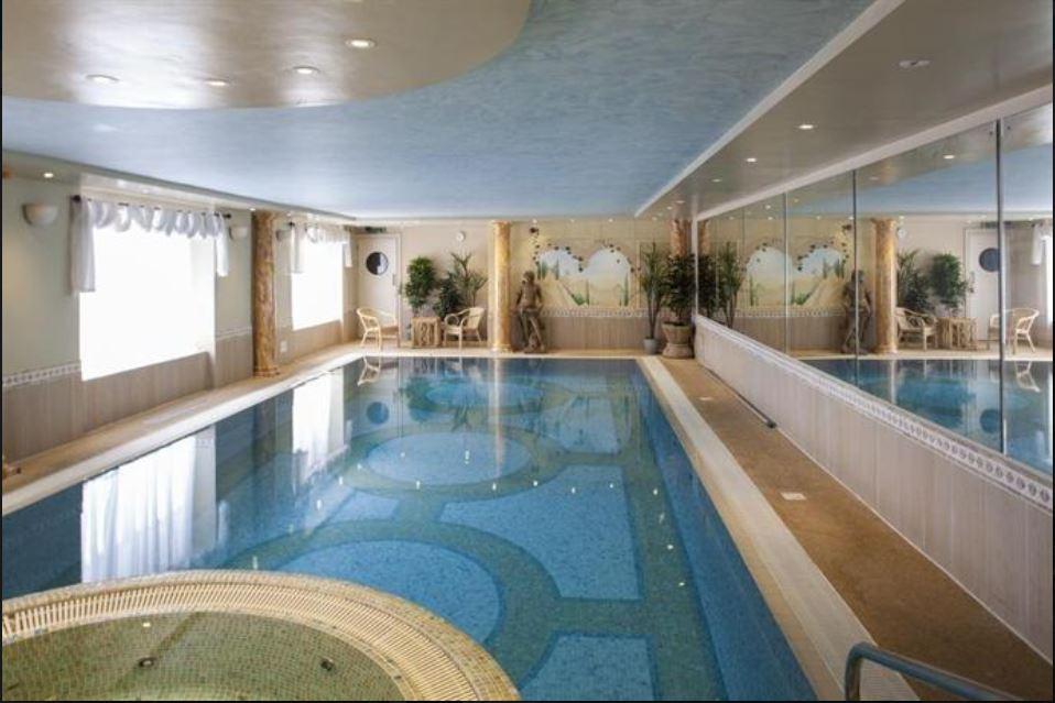 Swimming-pool-at-feathers-hotel-ledbury