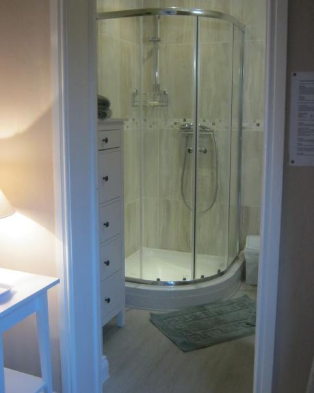 En-suite shower room at B&B Ledbury