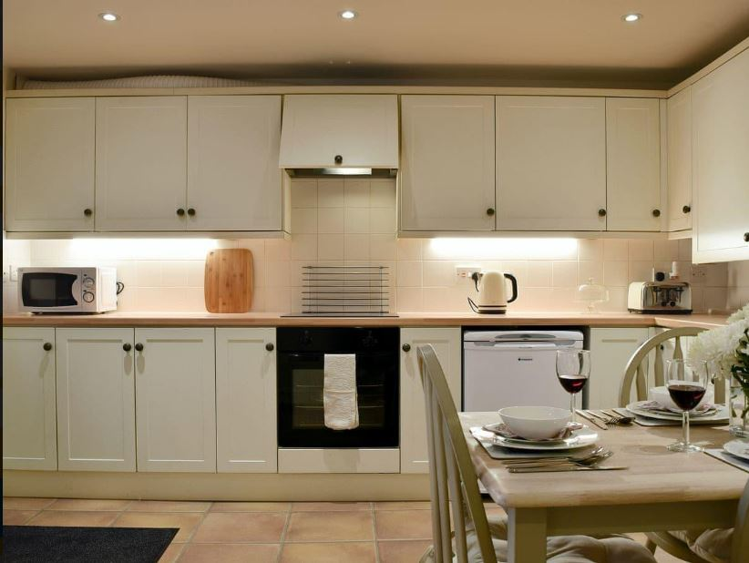 Kitchen diner at Ledbury self catering